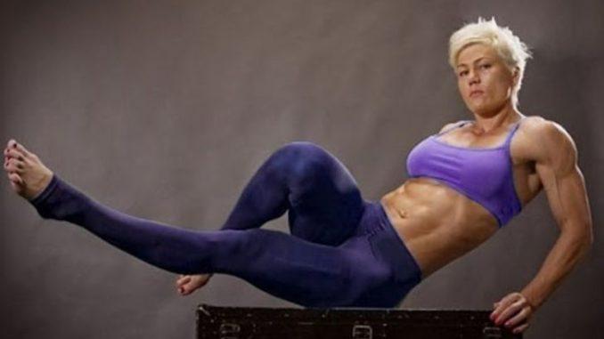 Olga Kurkulina enjoys the net worth of $500 thousand.