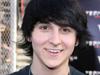 Mitchel Musso is in a relationship.