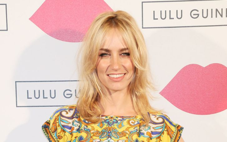 Ruta Gedmintas enjoys the net worth of $1 million.