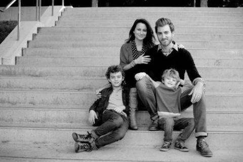 Rhett James McLaughlin married his wife Jessie McLaughlin in 2001