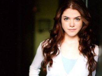 Kaniehtiio Horn enjoys the net worth of $1 million.