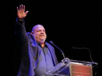 Kevin Chamberlin has a fortune of $500 Thousand