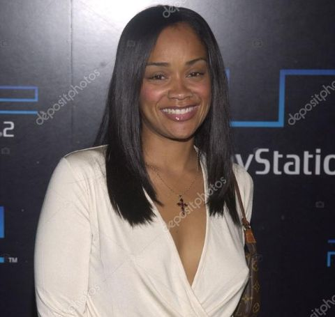 Arnelle Simpson holds the net worth of $500 thousand.