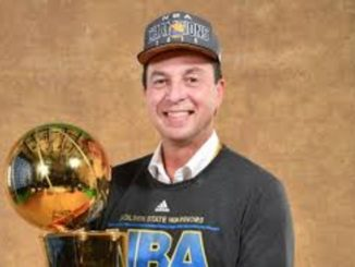 Joe Lacob is married to his wife Nicole Curran.