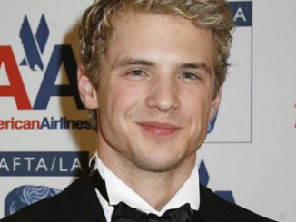 Freddie Stroma is married to Johanna Braddy