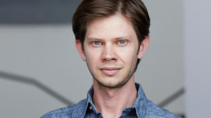 Lee Norris has a net worth of $300 thousand