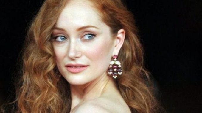 Lotte Verbeek is currently single.