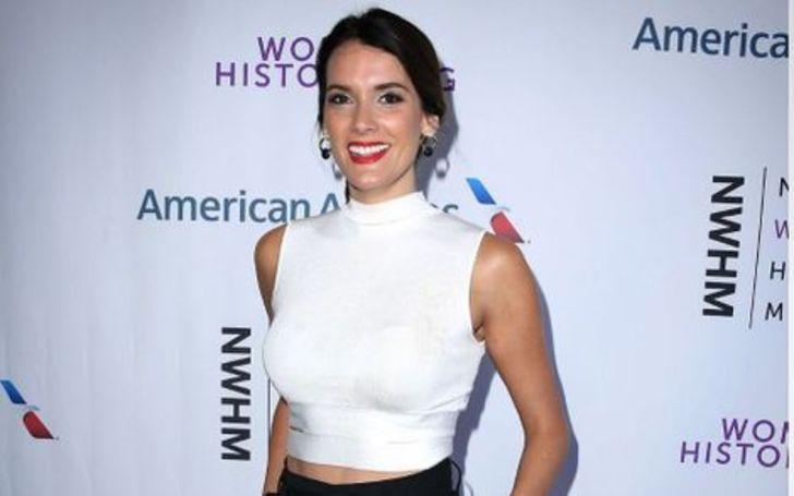 Christina Pascucci has a net worth of $300 Thousand