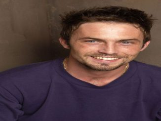 Desmond Harrington has a net worth of $4 million.