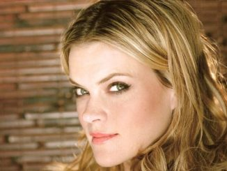 After two failed marital relationships, Missi Pyle is dating Josh Meyers.