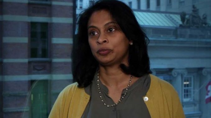 After the death of her husband, Stephen Lissenburgh, Sonali Deraniyagala is in a marital relationship with her partner, Fiona Shaw.