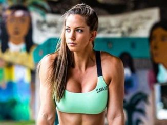 Janna Breslin's net worth lies somewhere between $100,000-$800,000, all thanks to her career as a fitness instructor, fitness model and nutrition coach.