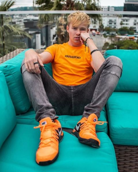 Sam Golbach nationality is American and his ethnicity is North American.