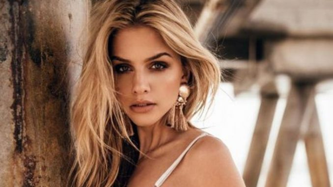 Marina Laswick's net worth is $3 Million