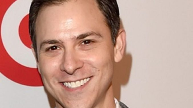 Todd Spiewak is married to Jim Parsons since 2017.