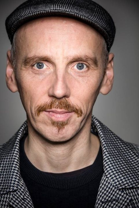 Ewen Bremner stands at a height of 5 feet 8 inches.