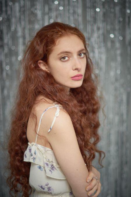 Scarlett Sabet has an estimated net worth of $200,000.