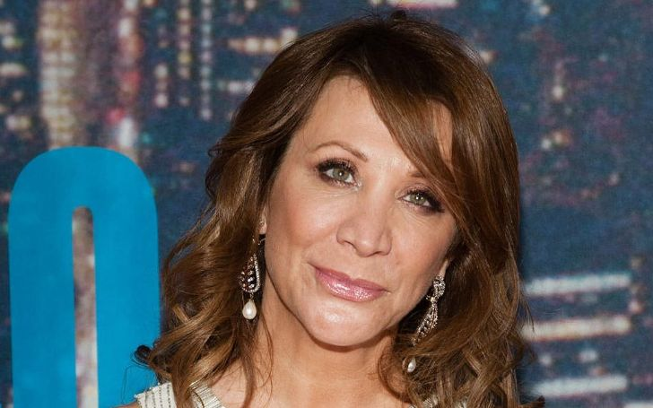 Cheri Oteri looks dashing with her green eyes and brown hair.