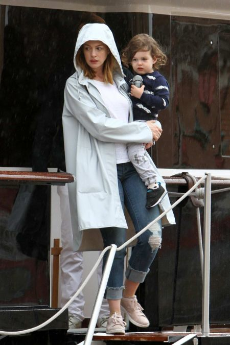 Jonathan Rosebanks Shulman is the son of famous actress Anne Hathaway.