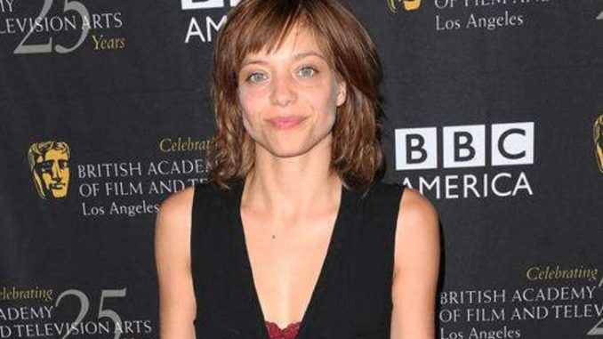 Lizzie Brochere is single.