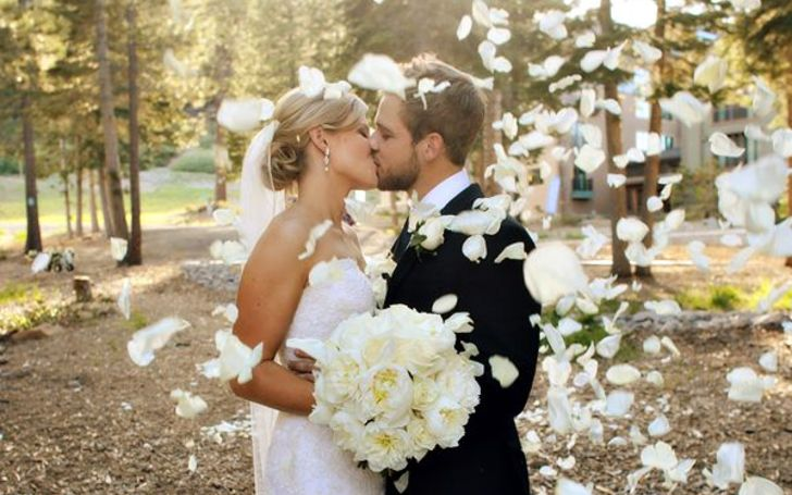 Max Thieriot is husband of Lexi Murphy.