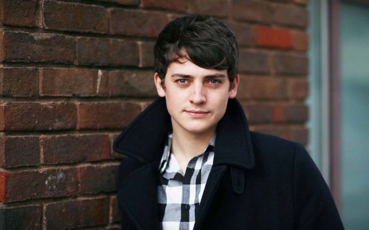 Aneurin Barnard's Blissfully Married with a Kid!