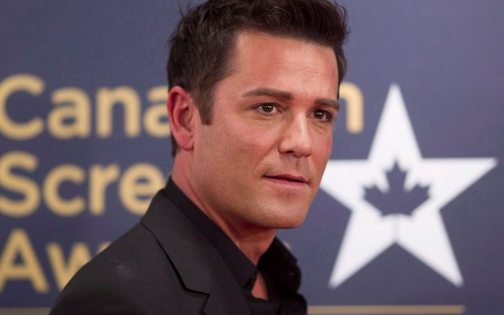 Yannick Bisson at an award show.
