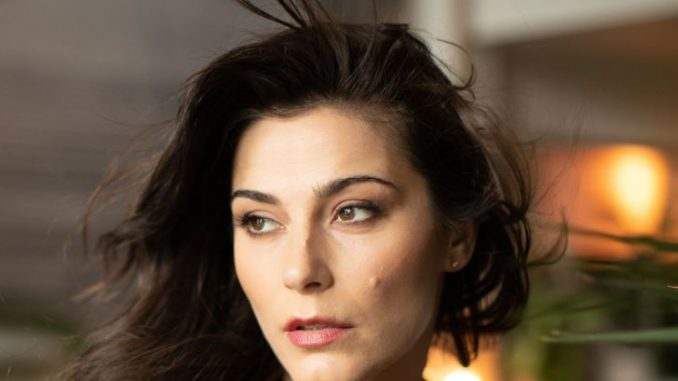 Elysia Rotaru with black hair and brown eyes