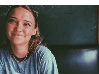 Samantha Buron in an restaurant