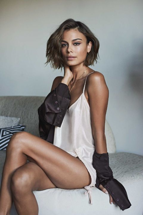 Nathalie Kelley has a net worth of $500 thousand