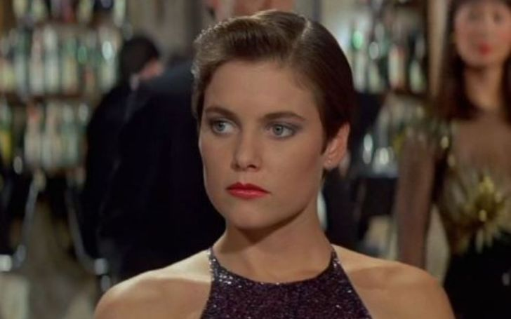 Carey Lowell has $50 million as of 2019.