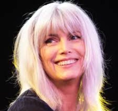 Emmylou Harris poses for a picture during a live show.