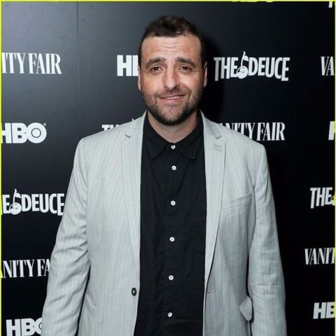 David Krumholtz giving a pose in an event.