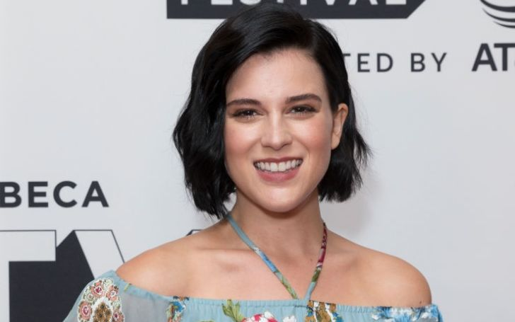 Alexandra Socha holds a net worth of $500,000 as of 2019.