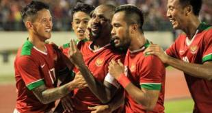 Andik Vermansah with his team during a match.