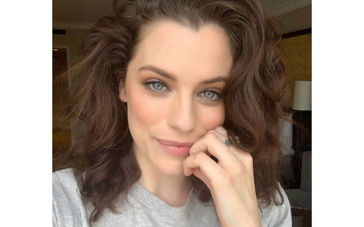 Jessica De Gouw is the Australian actress who has a hefty amount of net worth