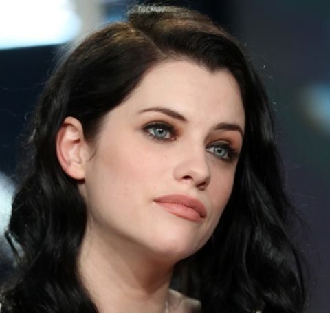 Jessica De Gouw has a massive income of  ten million dollars.