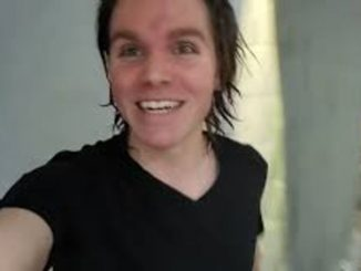 Onision in a black t-shirt poses for a selfie.