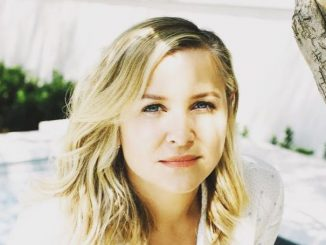Jessica Capshaw is the step daughter of billionaire filmmaker, Steven Spielberg and her mother Kate Capshaw is retired actress.
