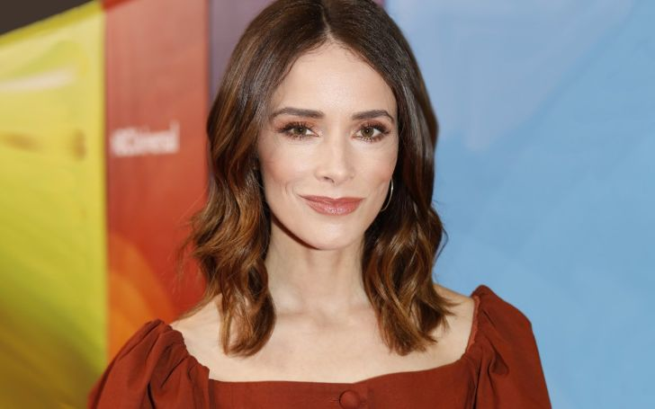 Abigail Spencer owns a house in Los Angeles, California which is worth of $1.3 million.