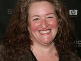 Rusty Schwimmer has collecetd a decent net worth from her acting career.