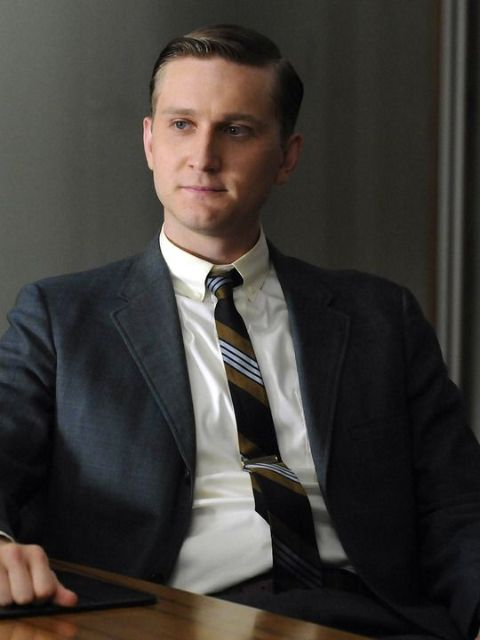 Aaron Staton giving a pose in a photoshoot.