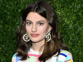 Diana Silvers holds a net worth of $200,000 as of 2020.