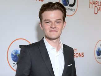 Robert Aramayo holds a net worth of $400,000 as of 2020.