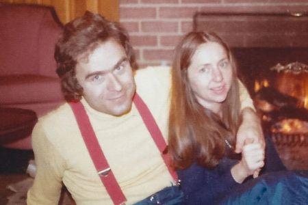 Rose Bundy's Parents Falling in Love Image Source: Horrer Quebec
