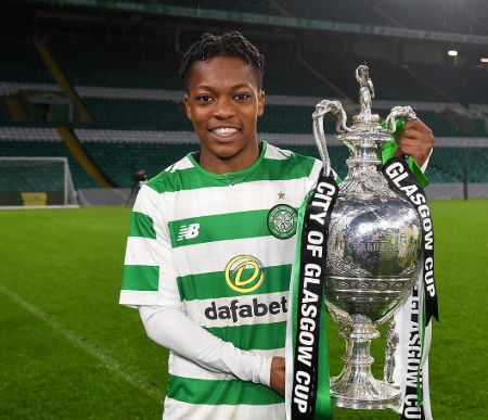 A snippet of Karamoko Dembele holding a Trophee