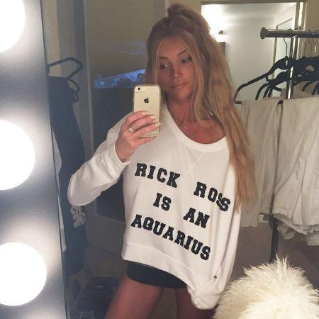 Haley Giraldo taking a mirror selfie
