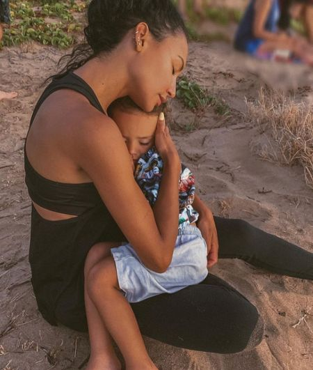 Jennifer Love Hewitt with her son at the beach.