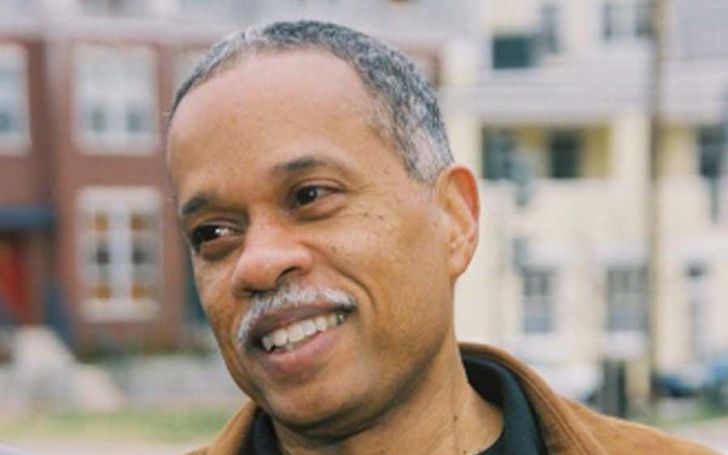 Juan Williams posing for a picture